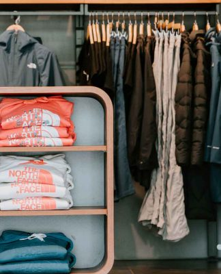 Tips-to-Organize-&-Keeping-Clean-Your-Walk-In-Closet-on-servicetrending