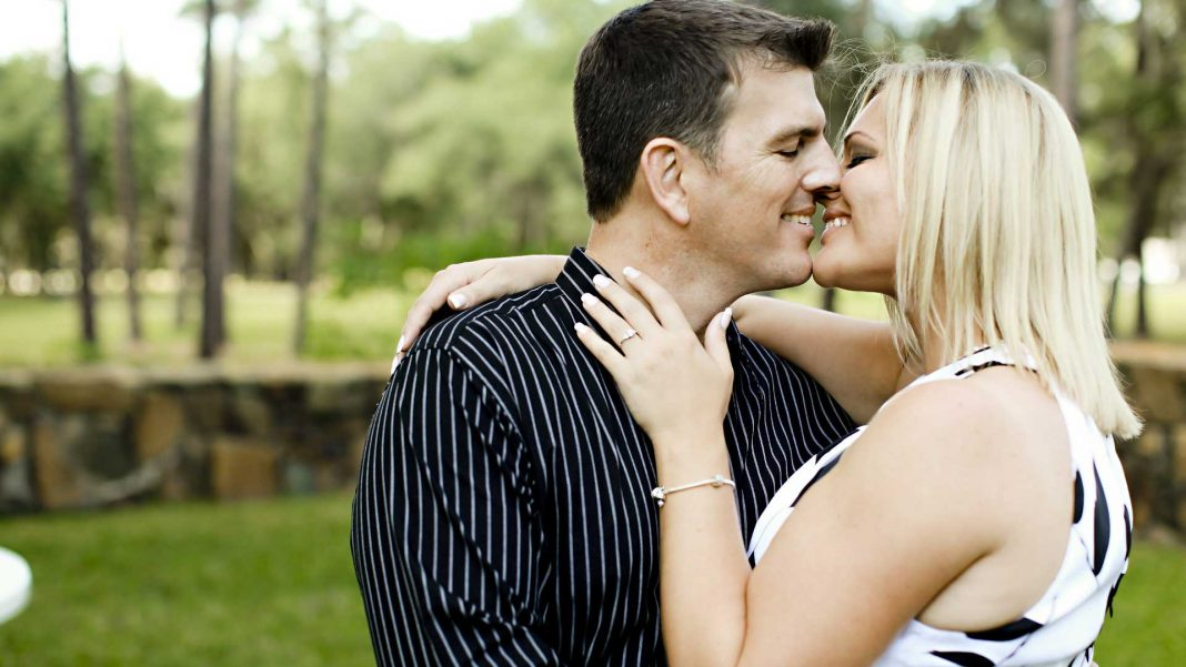 Common-Mistakes-of-Online-Dating-on-ServiceTrending